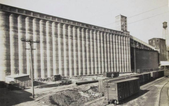 Grain elevators, North 16th Street and Commercial Avenue, North Omaha, Nebraska