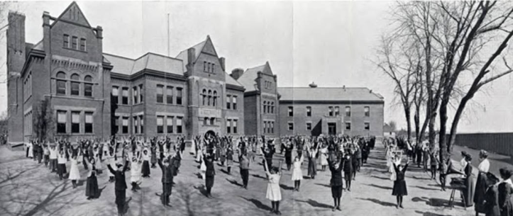 Kellom School in Omaha in the 1910s.