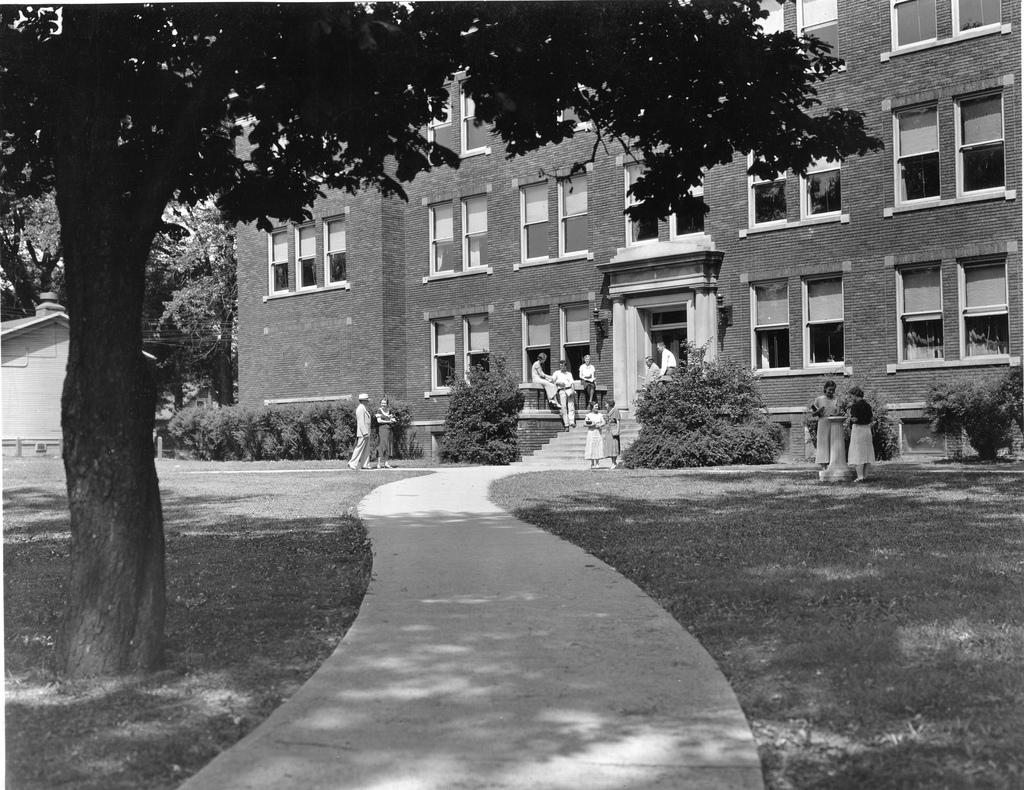 Joslyn Hall, Omaha University, North 24th and Evans Streets.