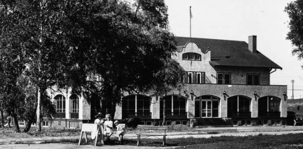 This is the Prettiest Mile Club in North Omaha, Nebraska, circa 1920.