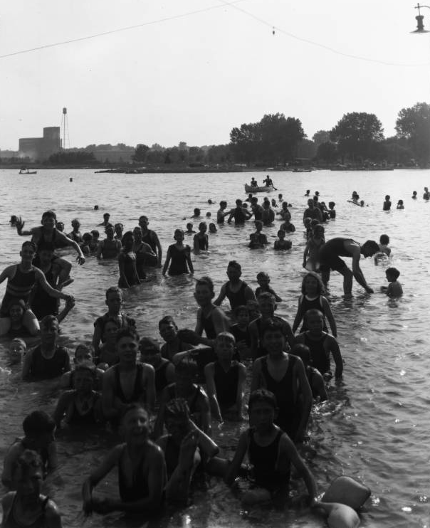 Omaha Municipal Beach crowd circa 1935