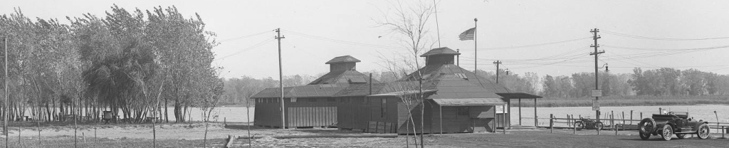 Original Omaha Municipal Beach Bathhouses in 1920.