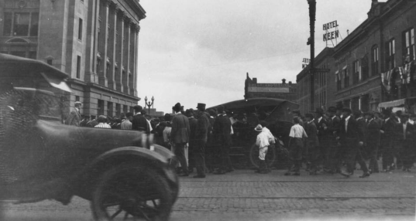 A mob stands outside the Douglas County Courthouse in 1919, waiting to lynch an African American man named Will Brown for a crime he didn't commit.