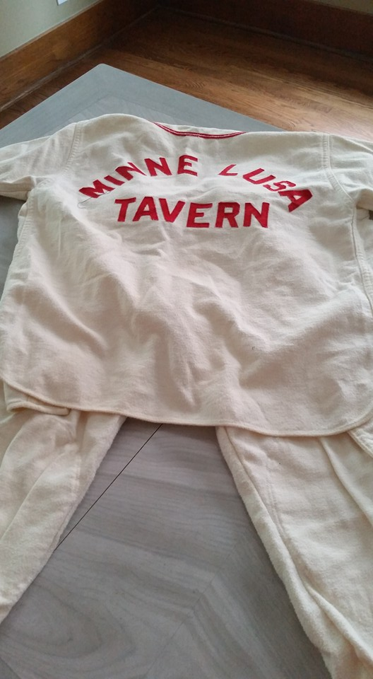 Minne Lusa Tavern Little League Uniform