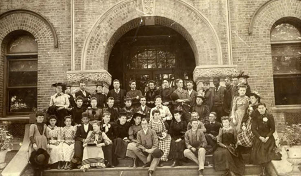 This is an 8th grade classroom at Lake School in North Omaha in 1914.