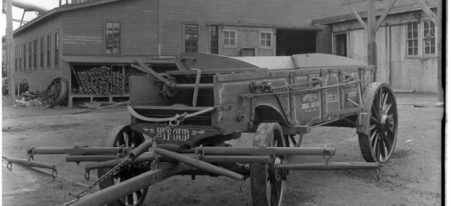 Stroud Company's Red Wagon, 4308 Commercial Avenue, Omaha, Nebraska 1916