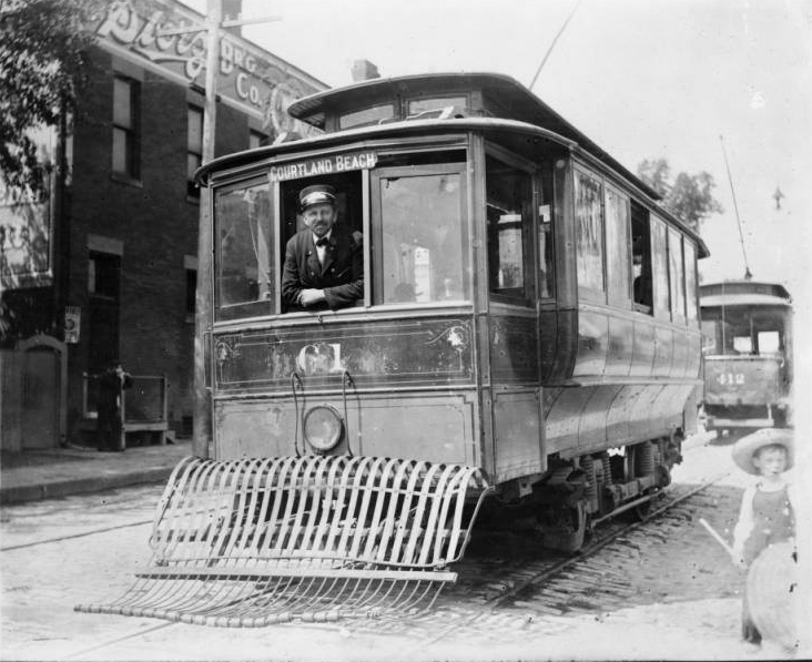 Streetcar to Courtland Beach, Omaha, 1900s