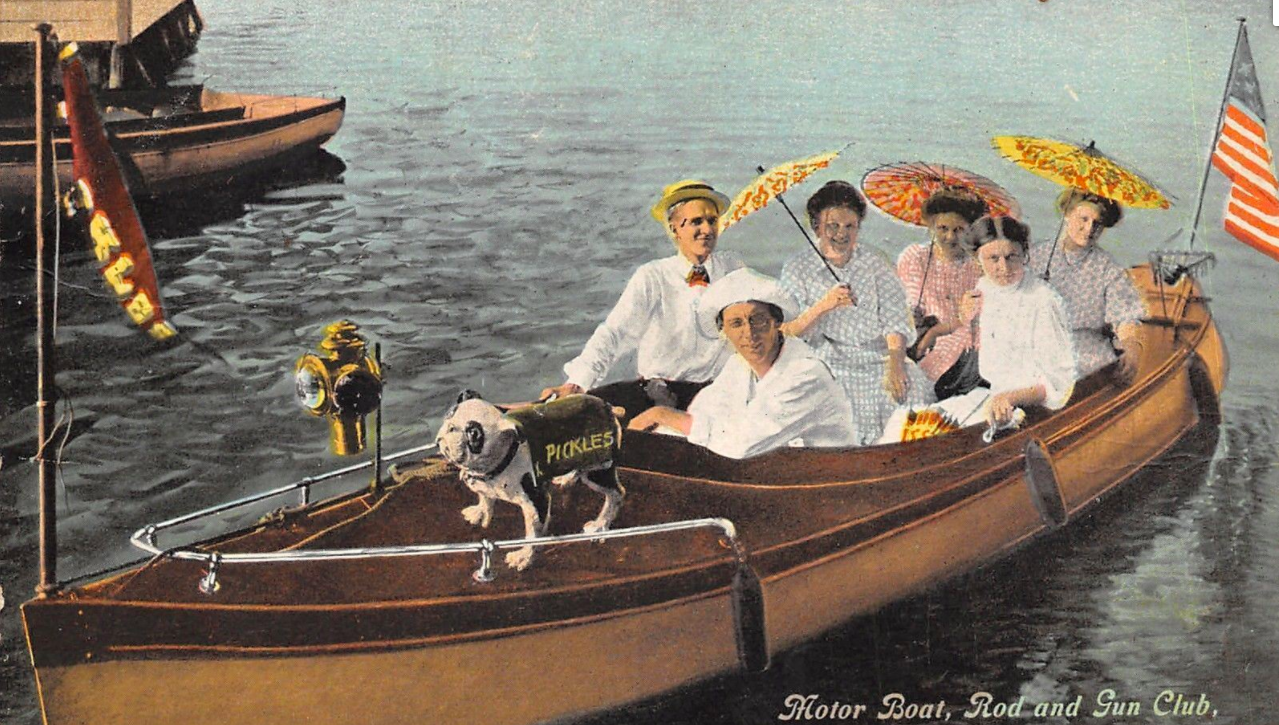 "A circa 1910s postcard that reads ""Motor Boat, Rod and Gun Club, Omaha"""