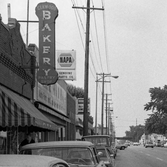 Kenwood Bakery Pastry Shop, North 30th and Ames Avenue, North Omaha, Nebraska