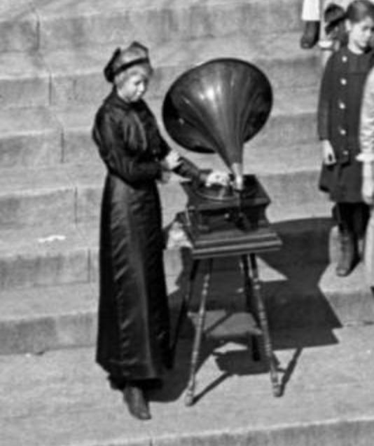 1914 Kellom School phonograph, North Omaha, Nebraska